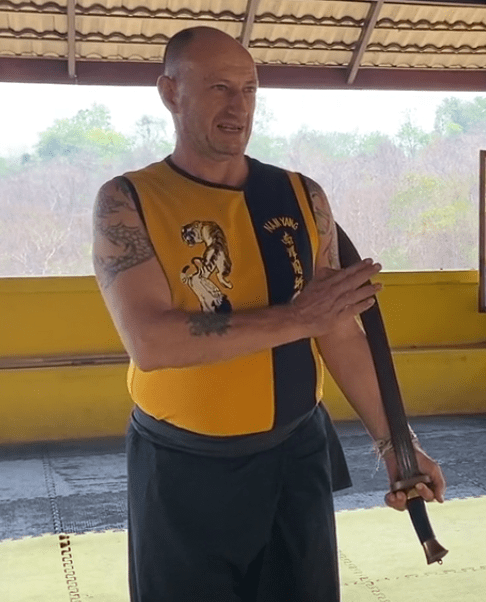 Tan Tow – How to use the blade correctly.